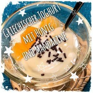 Griechischer Joghurt mit Honig und Mandarine