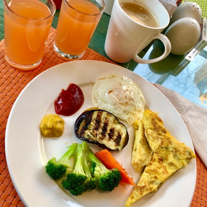 30 Frühstück im Hotel