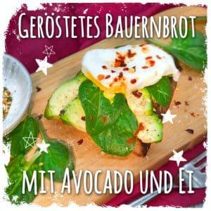 Geröstetes Bauernbrot mit Avocado und Ei