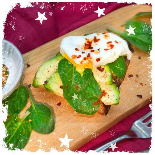 Geröstetes Bauernbrot mit Avocado und Ei Rezept