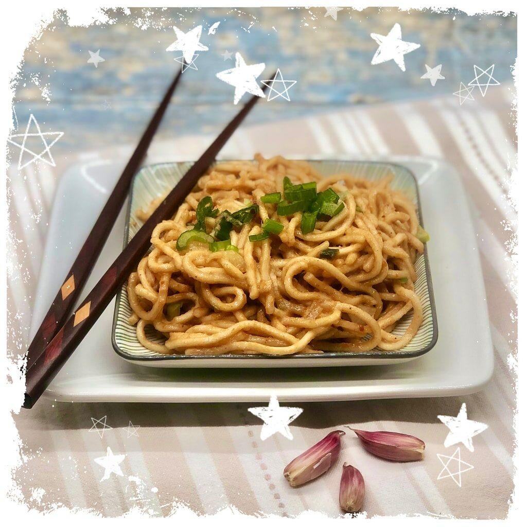 Asianudeln mit Erdnuss Soße Rezept