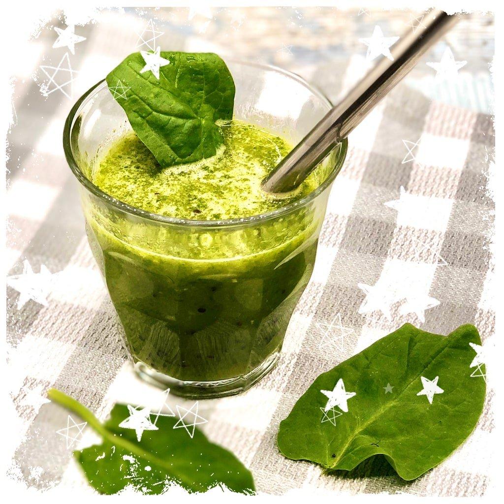 Spinat Kiwi Smoothie mit Gerstengras Rezept