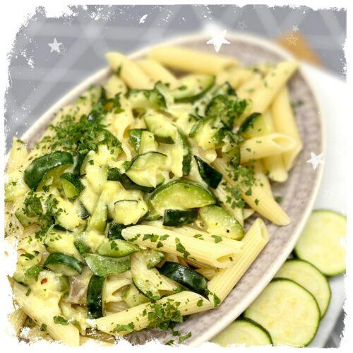 Zucchini Sahne Soße mit Penne Rezept