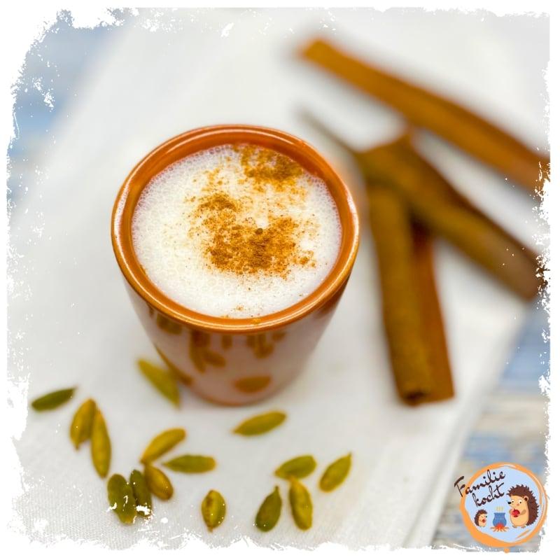 Ayurvedischer Bananen Lassi ♥ cremig mit Zimt & Kardamom