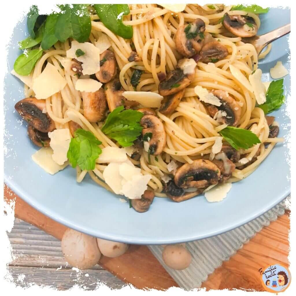Spaghetti mit Champignons und Blattspinat