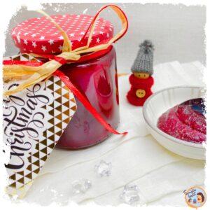Selbstgemachte Weihnachtsmarmelade mit Beeren, Apfel und Zimt Rezept