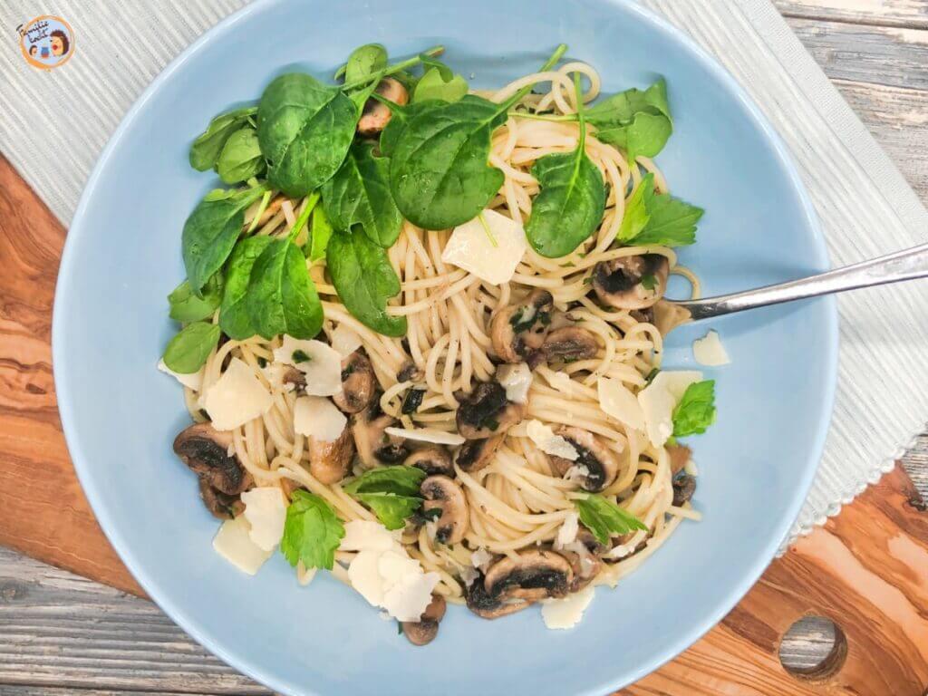 Spaghetti mit Spinat und Pilzen