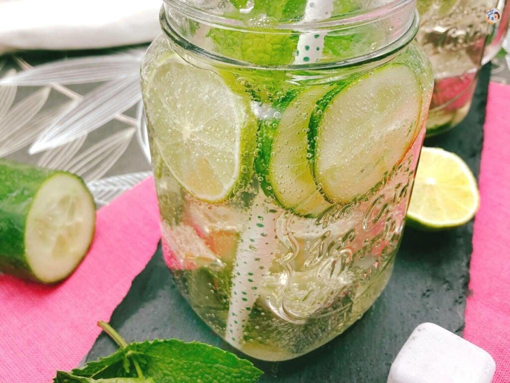 Limonade mit Gurken und Minze