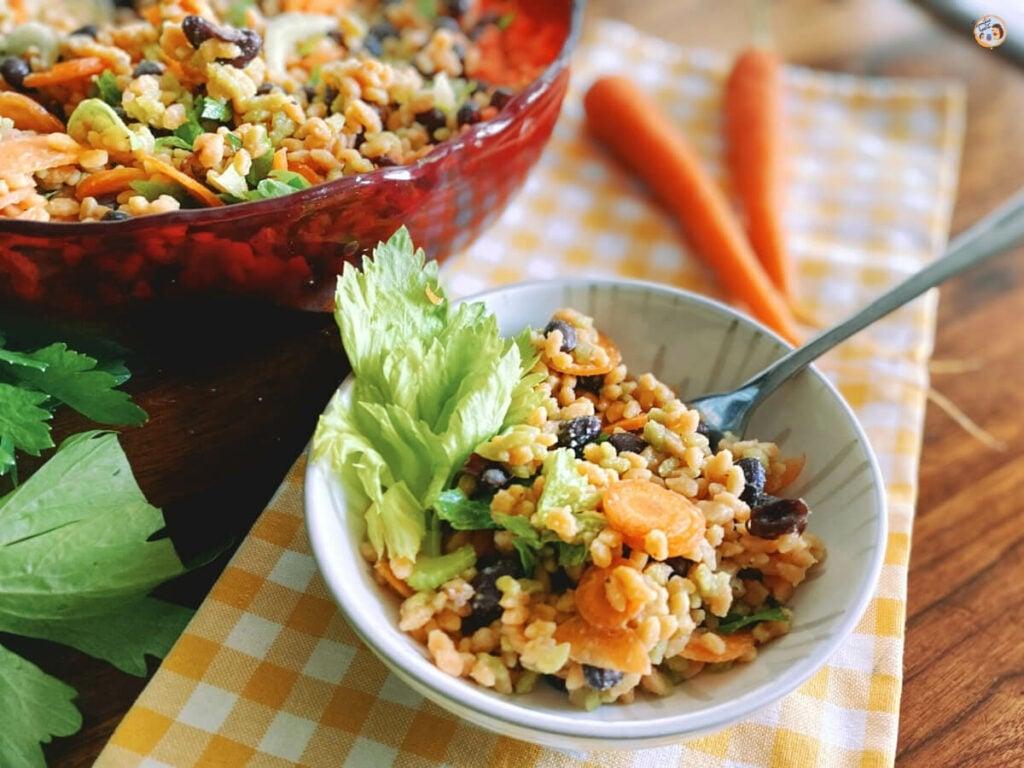 Risoni Salat mit schwarzen Bohnen und Karotten