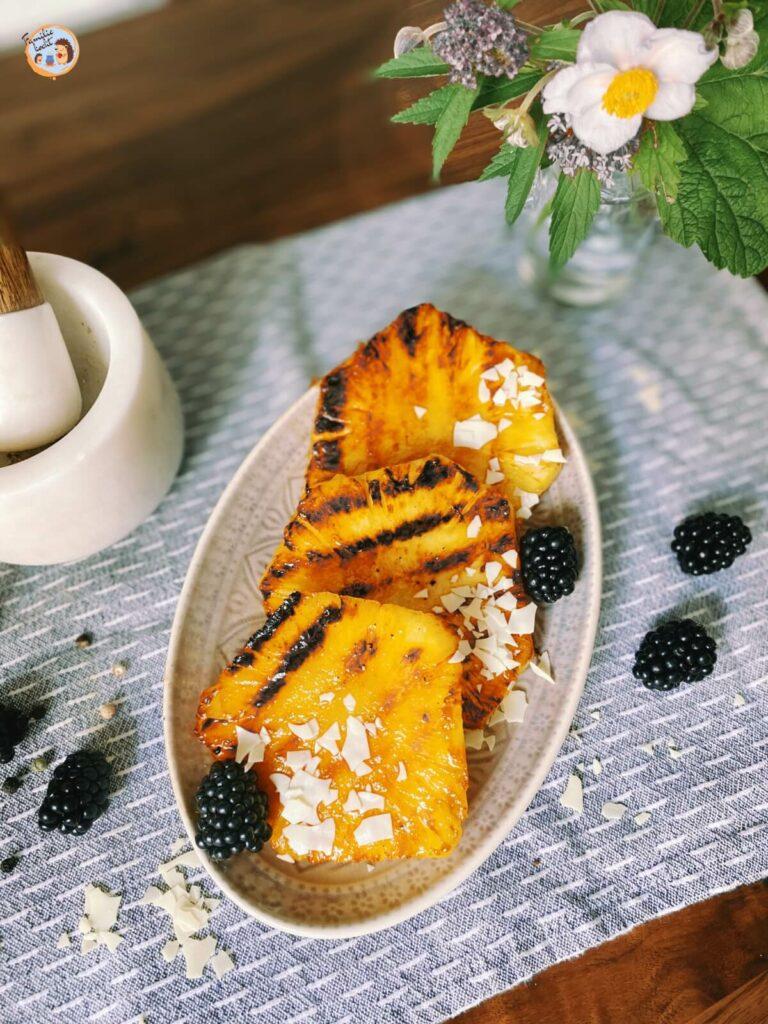 Gegrillte Ananas mit Vanilleeis